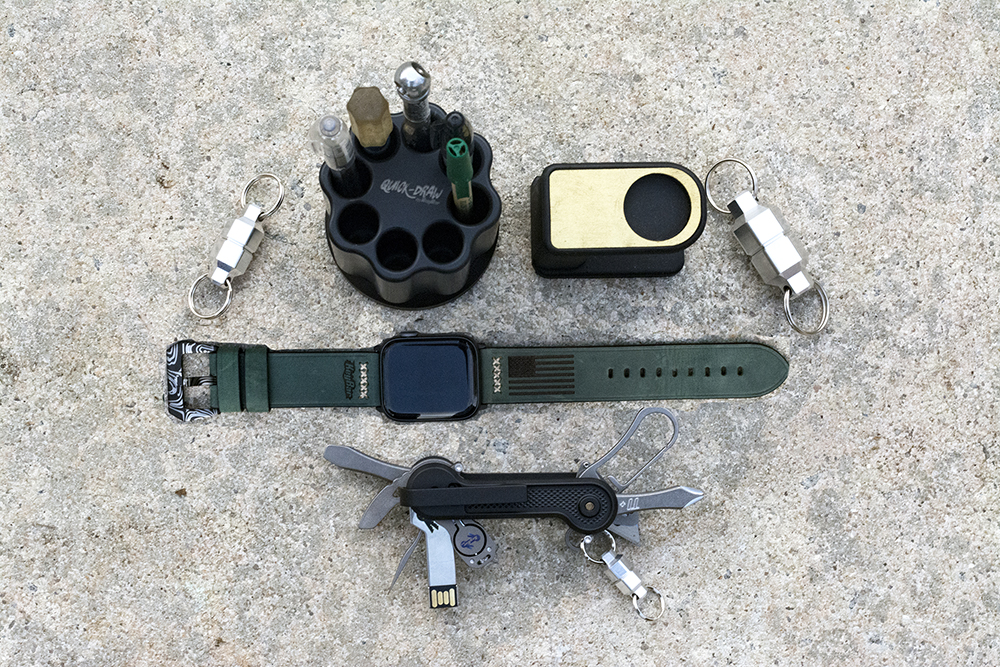 Win a 16GB Flashdrive + Apple Watch 44mm 5 Series + KeyBar Products worth $900 Giveaway Image