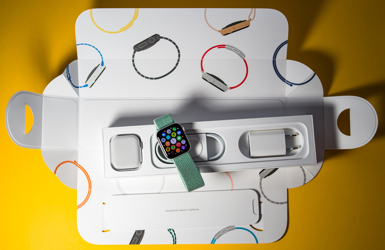 Apple Watch Series 4 (GPS) Giveaway Istock-1048790932