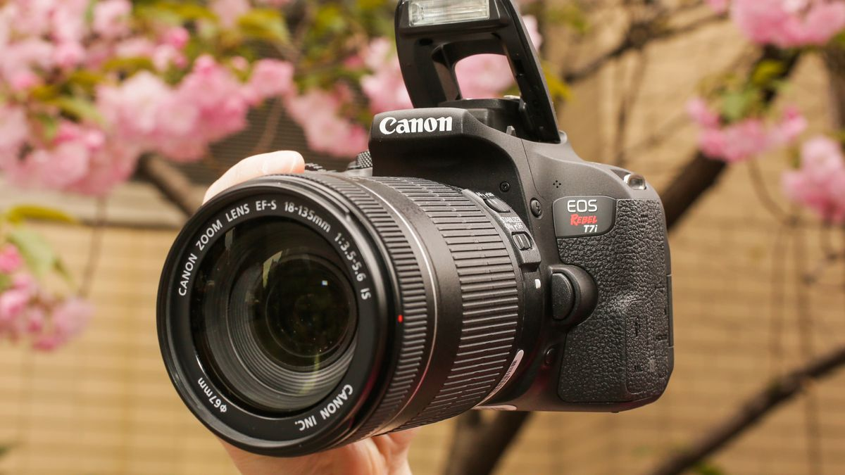 Win a Canon EOS Rebel T7i Giveaway Image